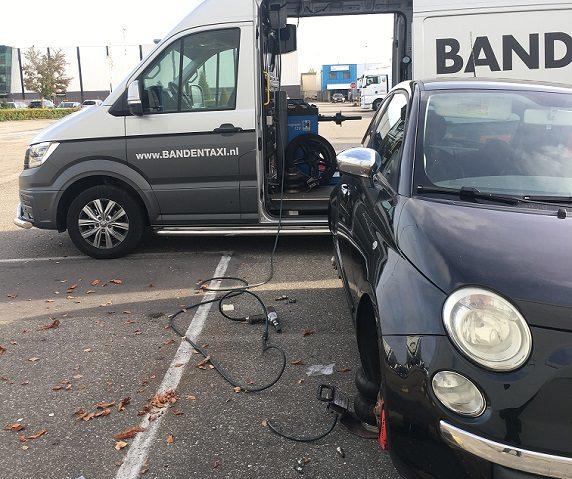 Fiat 500 zomerbanden wisselen op locatie
